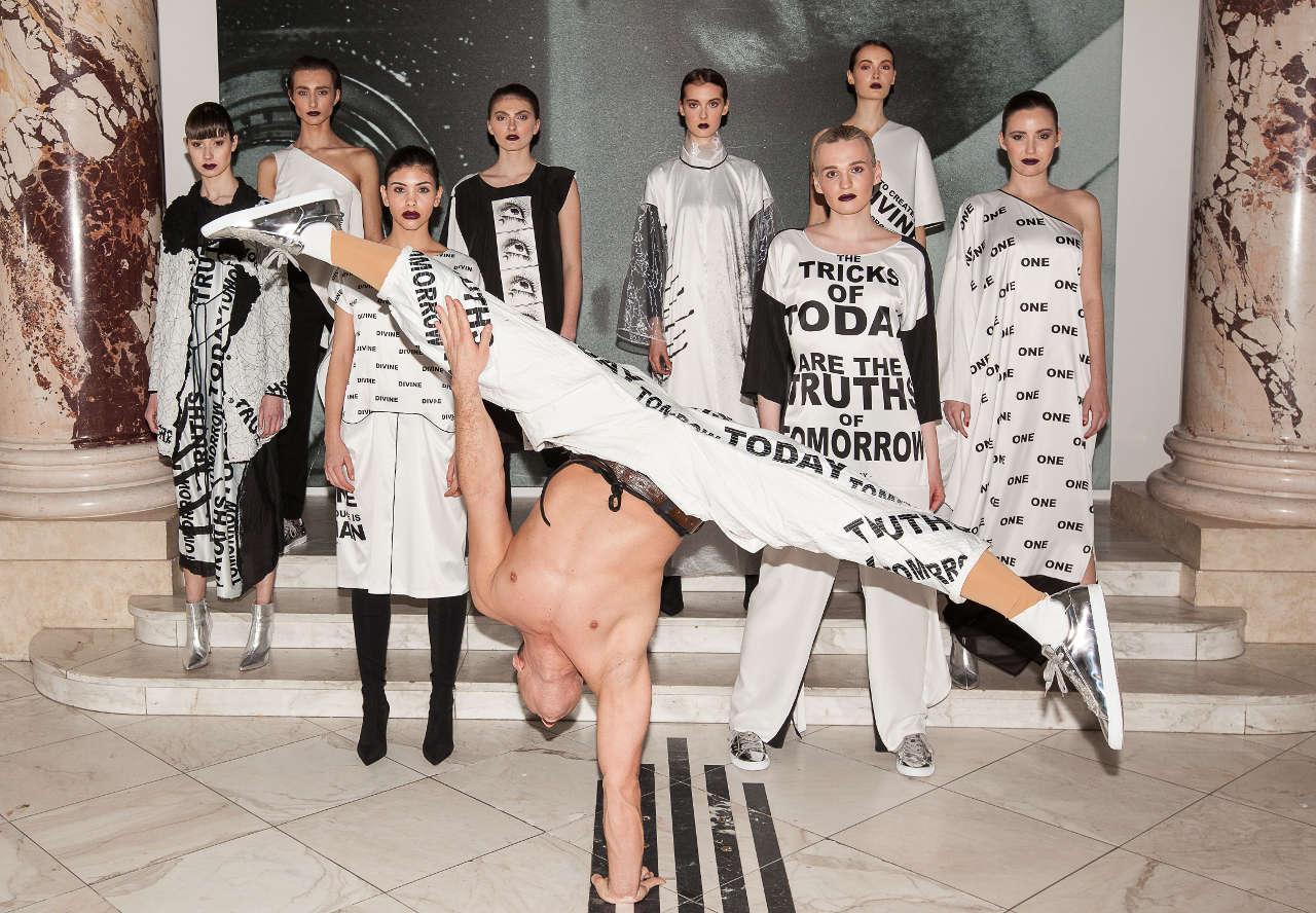 Kunstforum Wien: Zombie Boy zeigt von Man Ray inspirierte Mode