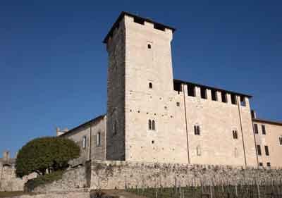 Die Burg Rocca di Angera lockt mit zukunftsweisendem Kunstkonzept an den Lago Maggiore